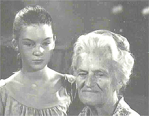 Mary Badham & Georgia Simmonsin The Bewitchin' Pool